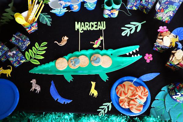 anniversaire jungle décoration originale avec des animations avec tous les animaux de la jungle crocodile lion girafe