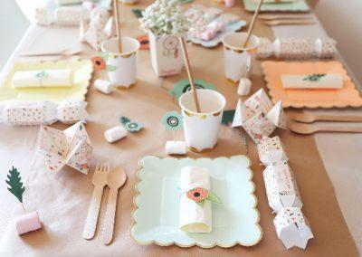 assiette boheme, table boheme, déco fleurs